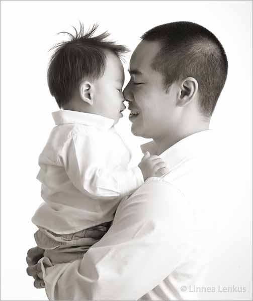 father and baby photography created by top baby photographer Linnea Lenkus