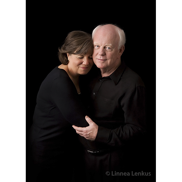 photography of an older couple hugging